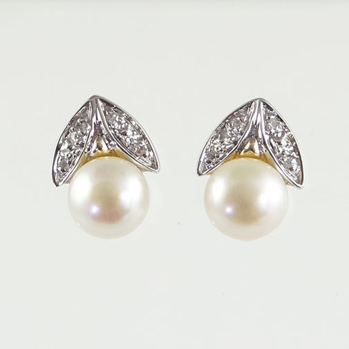 6214ebb5f 9ct Gold Pearl and Diamond Stud Earrings | The Jewellery Warehouse