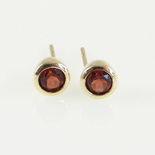 gold garnet stud earrings