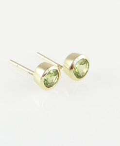 9ct yellow gold peridot stud earrings