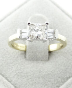 18 CARAT GOLD THREE STONE 1.28CT DIAMOND RING
